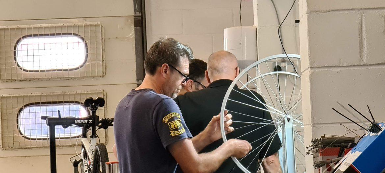 Tightening a wheel