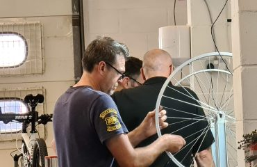 Tightening a wheel
